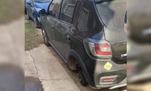 Ladrones roban ruedas de autos a plena luz del día