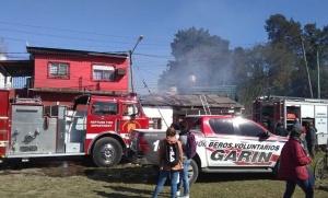 Piden ayuda para una mujer que sufrió el incendio de un departamento que alquilaba